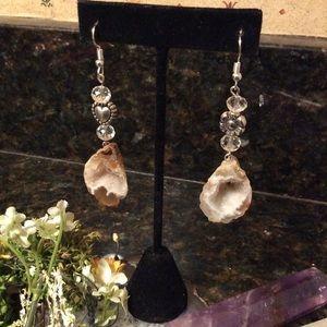 🌹NWT Geode & quartz crystal earrings. Not heavy